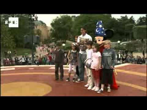 ナダル celebrates sixth 全仏オープン at Disneyland Paris
