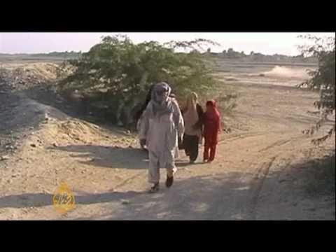 Refugees Flee Heavy Fighting In South Waziristan - 23 Oct 09 video