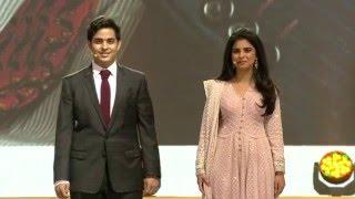 Akash & Isha Ambani inaugurating Reliance Jio event