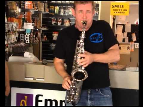 Rick Keller demonstrates his MacSax Empyreal Alto and FJIII mouthpiece to Brian Bird at Empire Winds