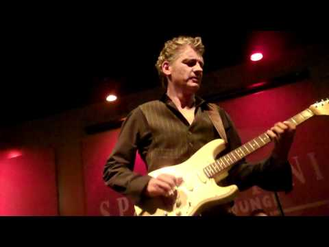 Chris Standring Performs Wishful Thinking Live at Spaghettinis