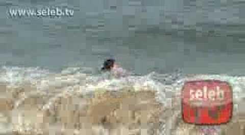Cinta Laura dengan Bikini di Pantai