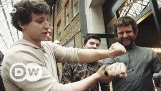 Street magician Julius Dein | DW English