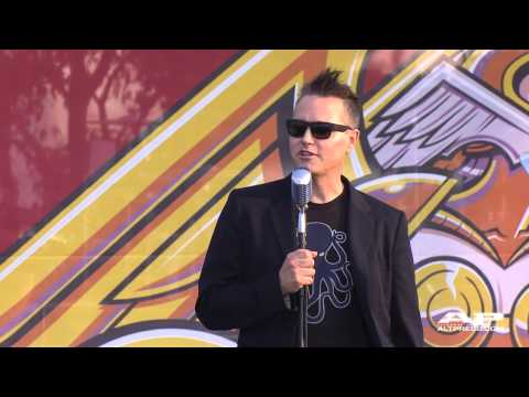 Mark Hoppus welcomes you to the APMAs!