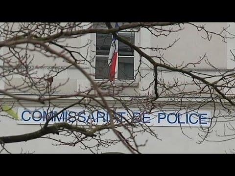 الأمن الفرنسي يقتل رجلا تهجم على مركز الشرطة هاتفا