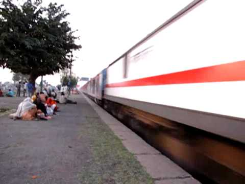 Irfca 2302 New Dehi Howrah Kolkata Rajdhani Express At High Speed video