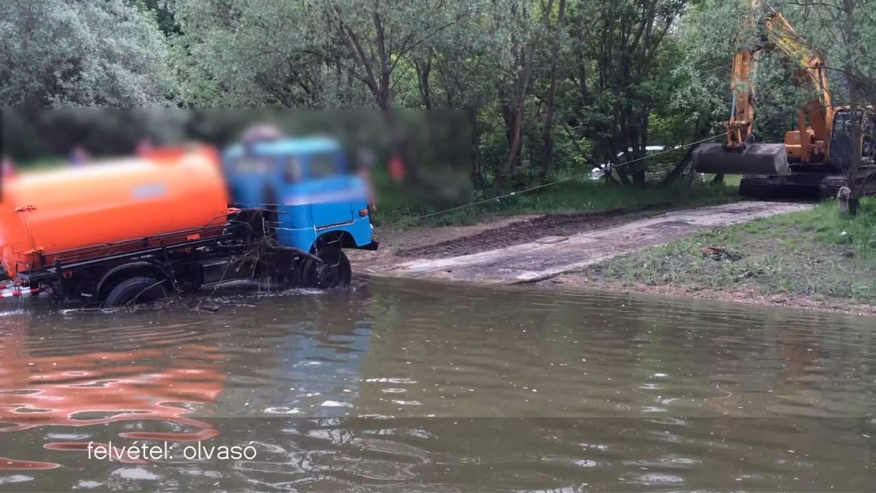 Teherautó csúszott a Mosoni-Dunába, markolóval húzták ki