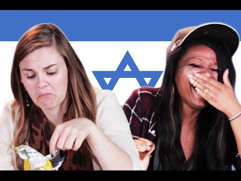 אמריקאים טועמים חטיפים ישראלים