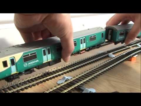 Opening the Class 150 from Bachmann (Part 2)
