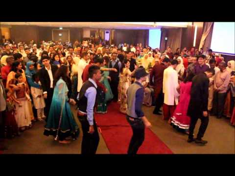 Family Flash Mob - Badtameez Dil video