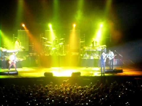 Maroon 5 - Misery @ Heineken Music Hall LIVE 28-2-11