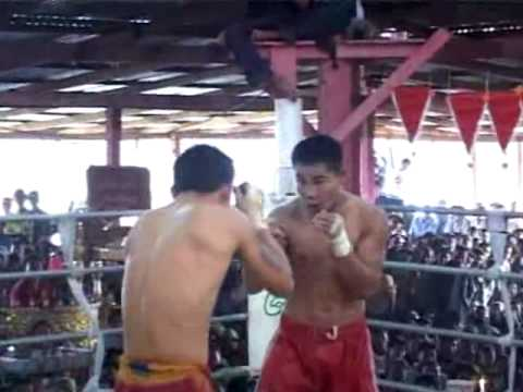 Thepsamut Wan Chorenrit fighting in Myanmar old style boxing Muay Kaad