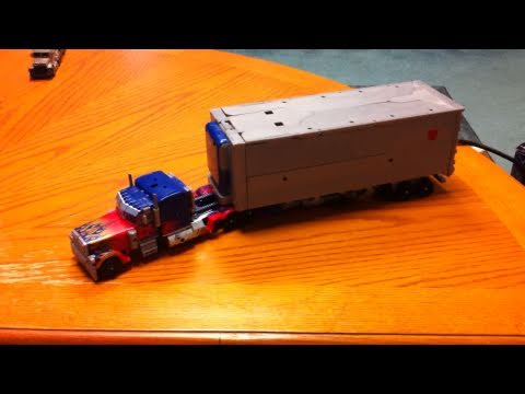 Transformers DOTM Ultimate Optimus Prime transformation