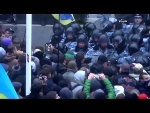 AB yanlısı muhalifler Ukrayna Başbakanlığı'nı kuşattı