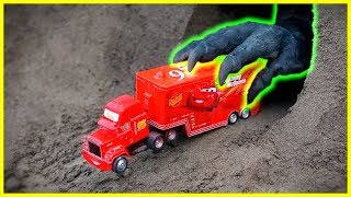Garbage Truck Rescue Toy Mack Truck | Assemble & Learning Colors With Cars 3 Lightning McQueen