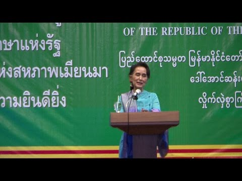 Daw Aung San Suu Kyi Speaks to Migrant Workers in Mahachai