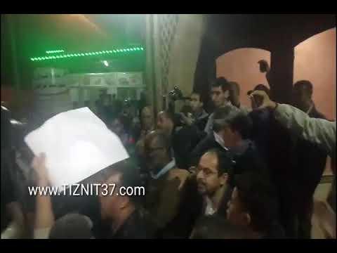 امازيغ يطردون ابو زيد من تزنيت بسبب تصريحاته العنصرية تجاه السواسة
