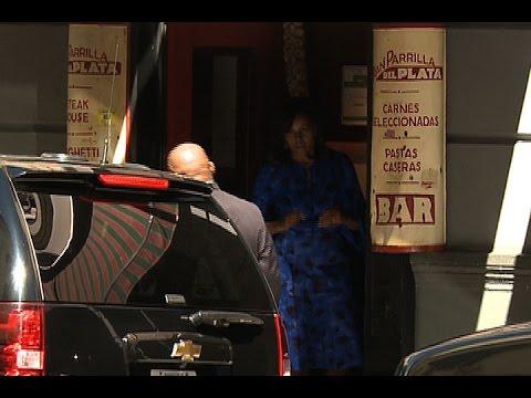 Michelle Obama almorzó con sus hijas en una parrilla de San Telmo