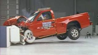 1998 Dodge Dakota moderate overlap IIHS crash test