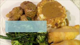 Turkey meatballs cooked in homemade gravy #lindashomecooking