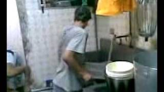 Menor lavando .wmv