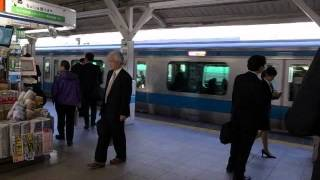 Walking Through Tokyo Station and Boarding Yamanote Line 120424