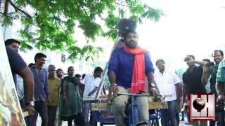 Pannaiyarum Padminiyum - Vijay Sethupathy Riding Tricycle for Pannaiyarum Padminiyum - Movie Promotion