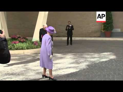British queen meets with Pope Francis at Vatican