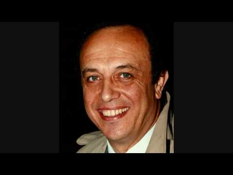 "LEO NUCCI SINGS  "" DICITENCELLO VUIE! """