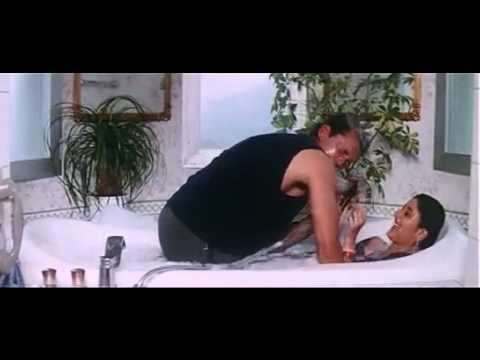 Kareena Kapoor Bathing video