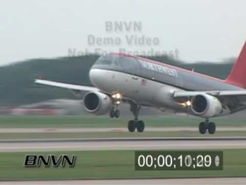 8/27/2007 Footage of airplanes landing at Minneapolis MN International Airport