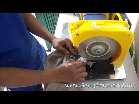 Demo potong batu akik dengan mesin gosok poles portable