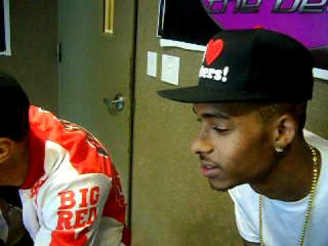 Legacy (NEW BOYZ) types without looking. Chats live via Facebook..avi