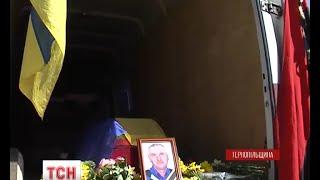На Тернопільщині церковними дзвонами зустрічали труну із загиблим вояком - (видео)