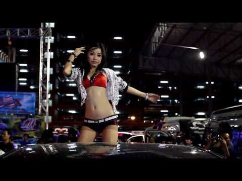 Bangkok Motor Show 2011 - Sexy coyote dancer in red top