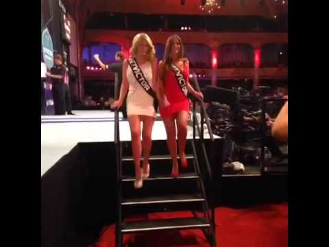 HILARIOUS! | Darts walk-on girl Daniella Allfree falls over on stage!