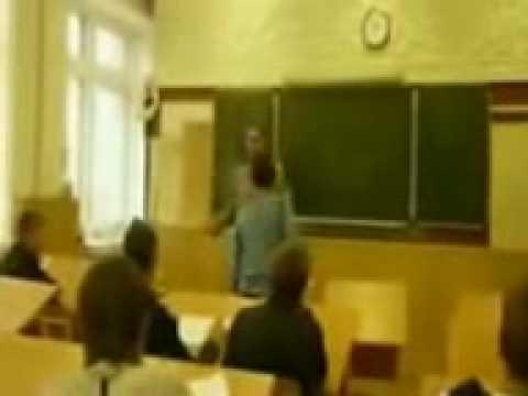 المدرس يعطي الطالب كف تتوقعون يسكت له؟؟