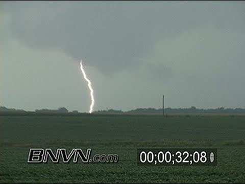 8/8/2004 Lightning and wall cloud video