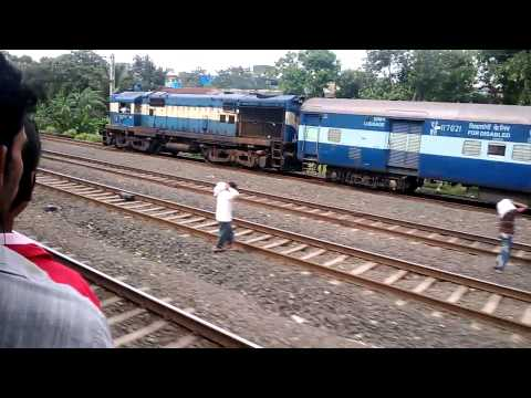 Mumbai Local Train Overtaking Mail Train Patna Express | Historical Moment | India 2014 [FULL HD]