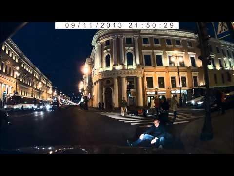 Пешеход сбил мотоциклиста  Невский проспект (видеорегистратор)