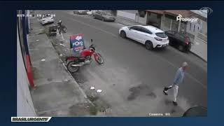 Idoso é agredido no meio da rua