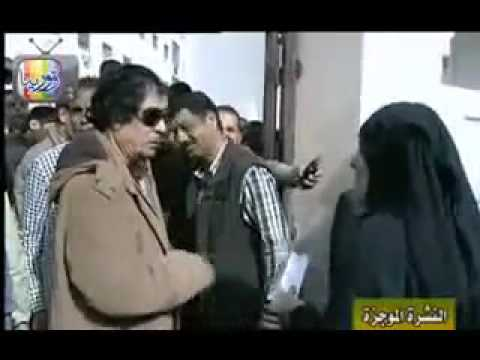 Libye/Libya : Kadhafi terrorisant son peuple/ humiliating people