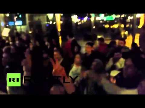 Netherlands: Kurds storm Dutch parliament in anti-IS rally