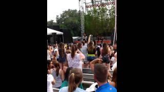 video Austin Mahone performance at Busch Gardens