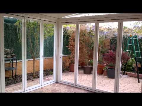 Ideas de cerramientos de terrazas porches y ticos en - Ideas para decorar terraza atico ...