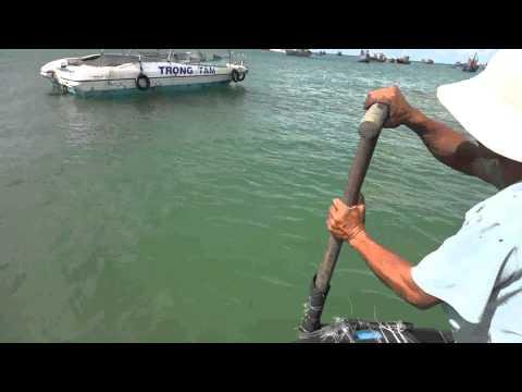 управление лодкой одним веслом