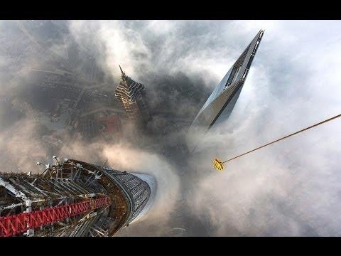 现场完整版实拍俄罗斯攀高狂人春节期间偷爬上海中心 塔顶守候18小时拍美景