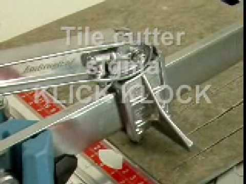 Taglio di piastrelle in gres porcellanato a 90° con tagliapiastrelle sigma art. 3BK