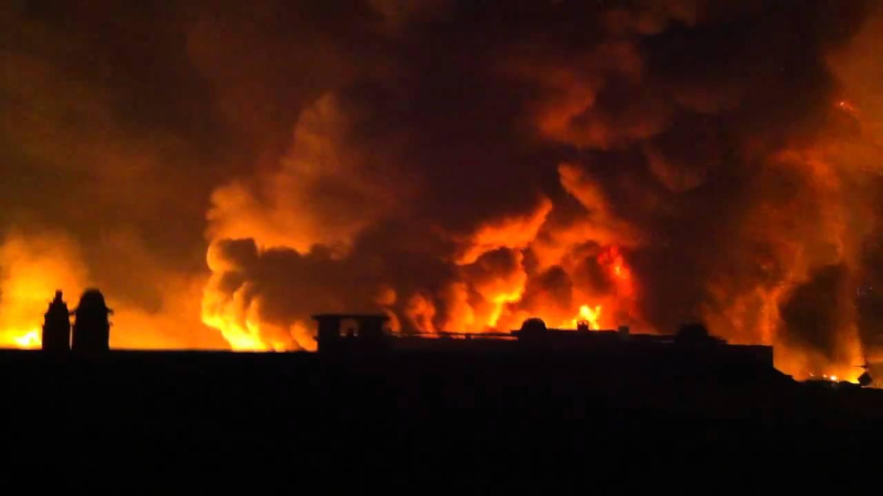 Explosion et incendie de brico d p t rouen hd youtube - Brico depot rouen ...