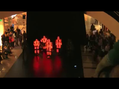 Baile De Break Dance Con Trajes Luminosos
